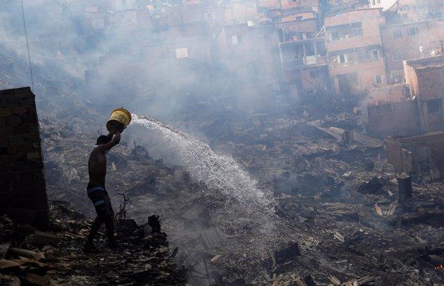 Incendio en 50 viviendas en Paraisópolis, una de las mayores favelas