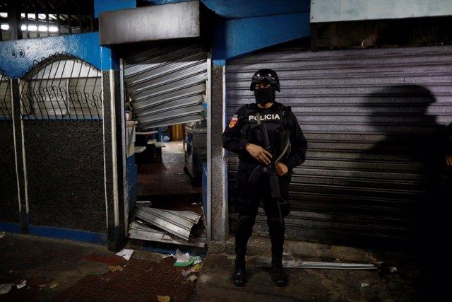 Miembro de la policía de El Salvador