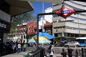 Los iberoamericanos, principales afectados por el opaco negocio del reparto de folletos en Madrid