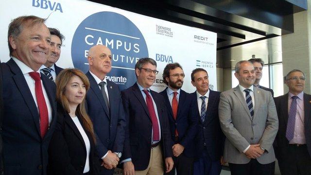 El ministro Álvaro Nadal, en el centro, en la inauguración de Campus Executive