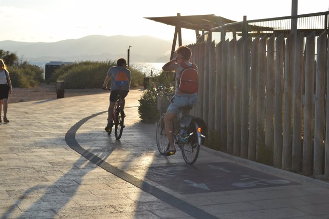 Turistas en bicicleta