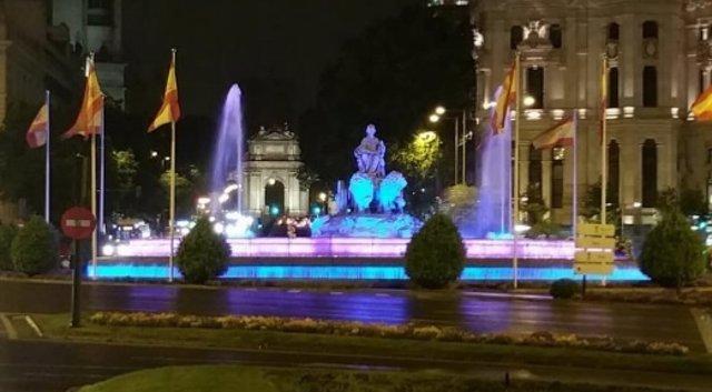 La Cibeles de Madrid, iluminada con los colores de la enfermedad de Huntington
