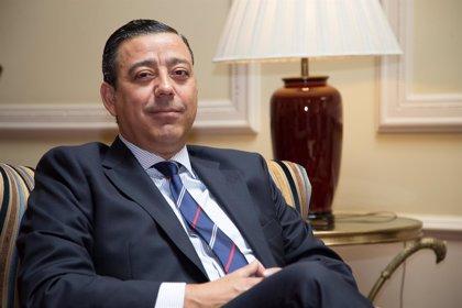 Óscar Castro Reino repite como presidente del Consejo General de Dentistas