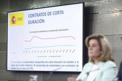 Báñez asegura que se crea empleo de mayor calidad, con 6.300 contratos fijos al día en abril