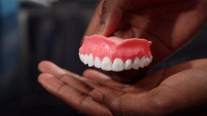 Crean dentaduras postizas en 3D que liberan medicamentos para evitar infecciones