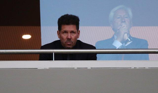 Diego Pablo Simeone, sancionado, en la grada del Wanda Metropolitano