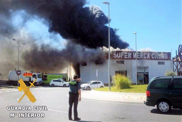 Incendio de un bazar chino en Adra