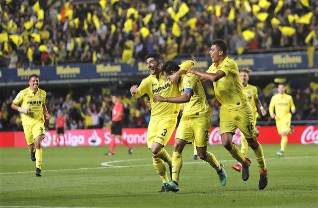 c52076a94c45e El Villarreal vence a un Valencia de  Champions  y el Dépor rescata un  punto en el derbi