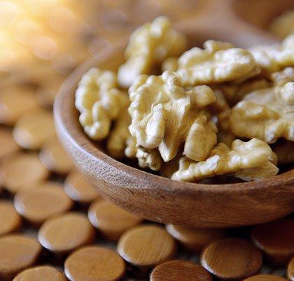 Las nueces modifican el microbioma intestinal y mejoran la salud