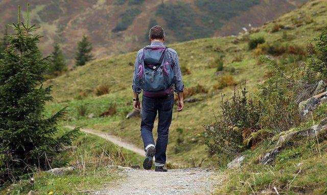 Senderista por la montaña
