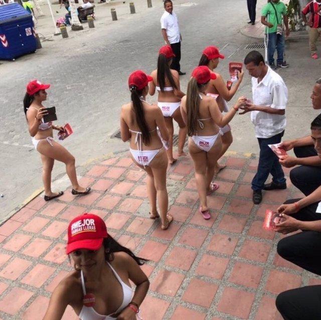 Mujeres en bikini vargas lleras
