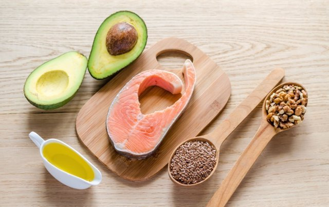 Alimentos, comida, aceite, nueces, pescado