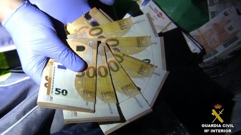 9b11bf7945ce La Guardia Civil desarticula un grupo criminal que atracaba a representantes  de joyería