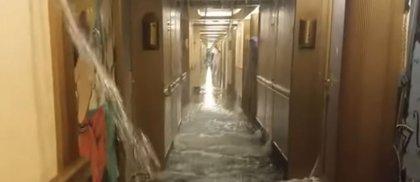 'El Titanic del siglo XXI', pasajeros de un crucero del Caribe viven momentos de terror cuando se inundan sus camarotes
