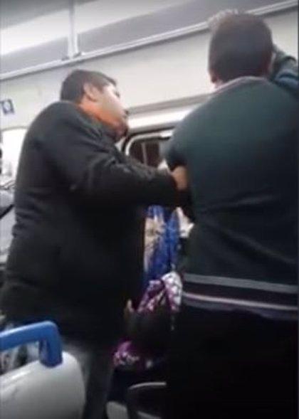 Ridiculizan a un presunto acosador en un tren de Buenos Aires