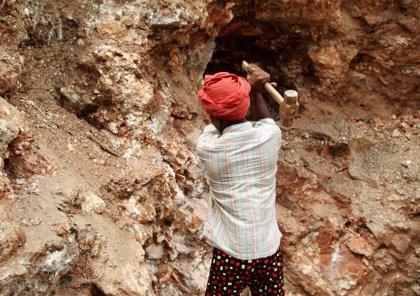 Activistas denuncian que los traficantes reclutan a niños en India para trabajar ahora que acaban las clases