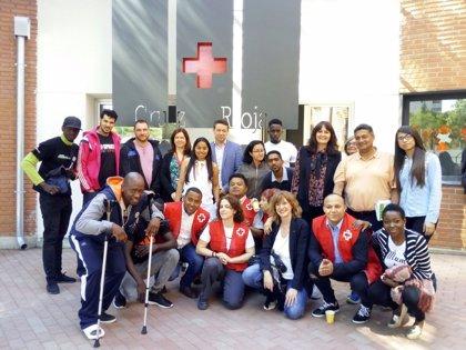 Cruz Roja celebra su Día Mundial dando visibilidad a los 120 inmigrantes del Centro de Atención Temporal de San Blas