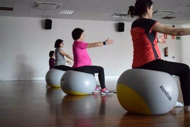 Embarazadas realizando ejercicio físico