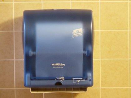 Los hospitales que ofrecen papel para secarse las manos tienen un menor riesgo de contaminación microbiana