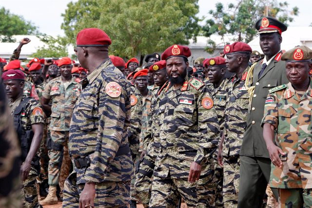 Salva Kiir en una ceremonia militar