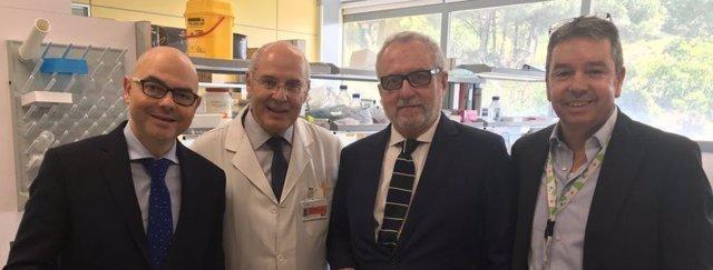 Acofarma visita el Insittuto de Investigación contra la Leucemia Jose Carreras
