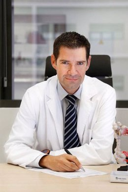 El doctor Pedro Rosón, del Servicio de Aparato Digestivo de Quirónsalud Málaga