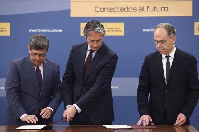 Iñigo de la Serna preside la firma del protocolo entre Adif y Railway Innovation