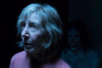 """Foto: Lin Shaye, la Dra. Elise en Insidious: La Última Llave: """"He tenido experiencias paranormales"""""""