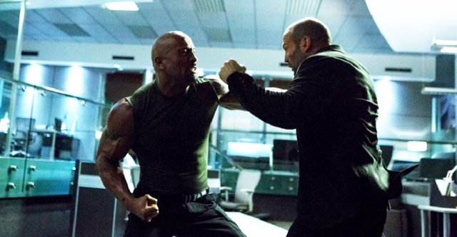Dwayne Johnson y Jason Statham en Furious 7