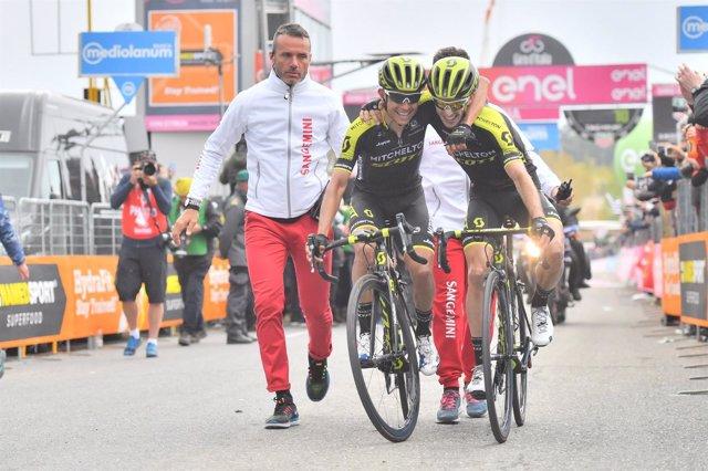 Chaves y Yates culminan el gran día del Mitchelton-Scott en el Giro