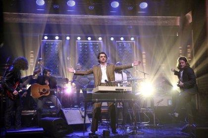 VÍDEO: Arctic Monkeys interpretan Four out of five en The Tonight Show with Jimmy Fallon