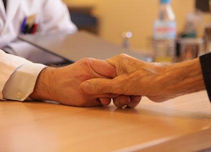 AECC pide garantizar el acceso a cuidados paliativos para todos los pacientes y avisa que la cobertura no llega al 100%