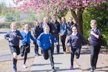 Una investigación sugiere que 15 minutos de 'footing' podrían mejorar la salud de los niños