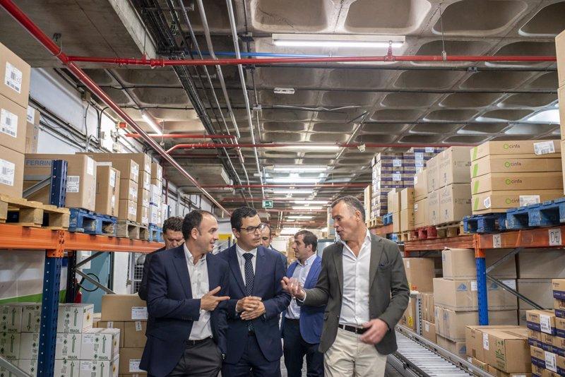 """El vicepresidente canario destaca el """"papel clave"""" que desarrolla Cofarca como distribuidora de medicamentos"""