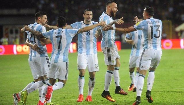 Otamendi celebra su gol con la selección argentina