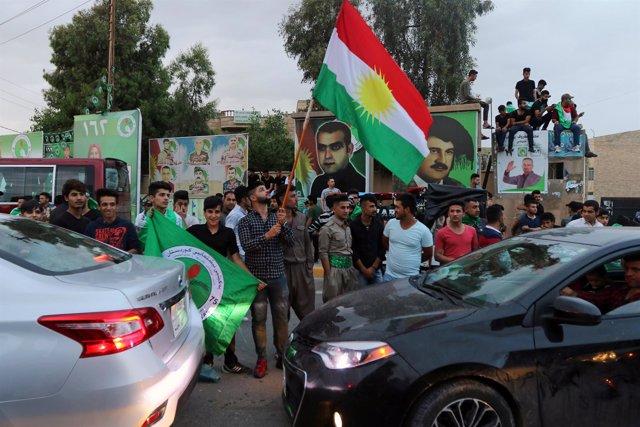 Seguidores del PUK en Kirkuk tras las elecciones