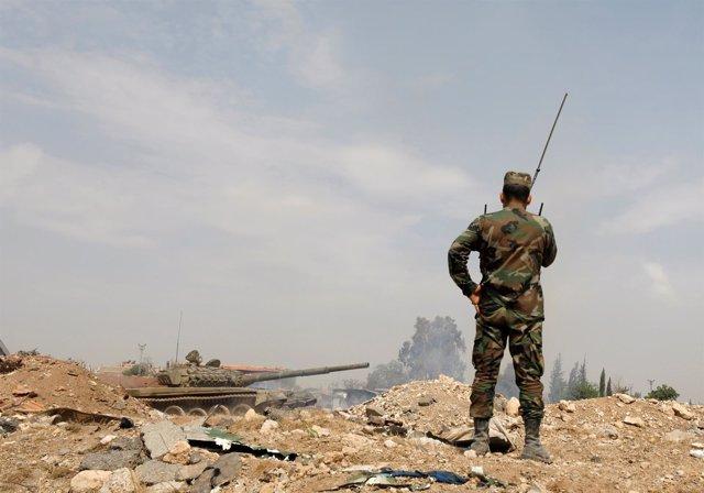 Militar sirio a la entrada de Yarmuk