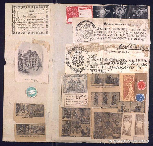 Documentos de una exposición del Archivo de Cáceres dedicada a Vicente Paredes