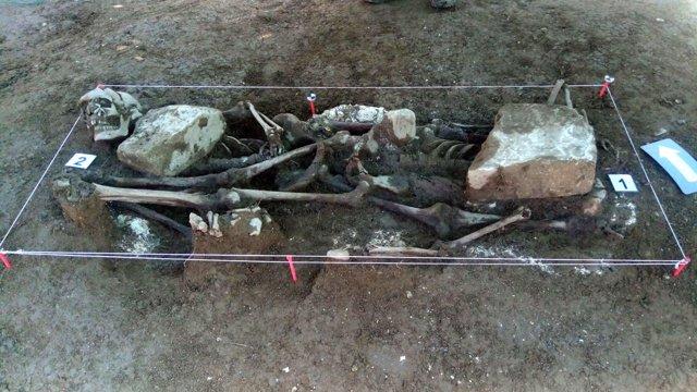 Los restos encontrados en la fosa de Ibero