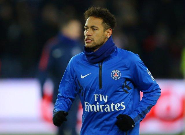 Neymar Junior calienta en un partido con el PSG