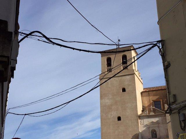 Cableado aéreo en la calle José Lanot de Badajoz