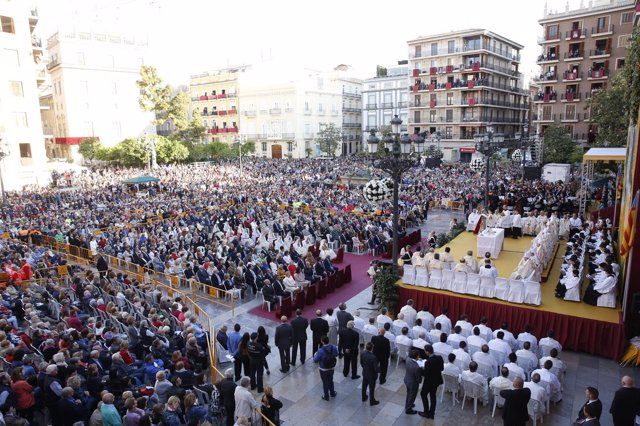 Tradicional Missa d'Infants en la plaza de la Virgen