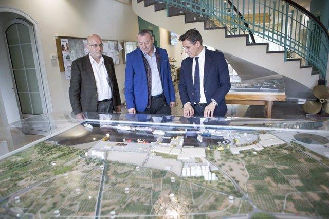 Visita de Luis Salvador (Cs) al puerto de Motril (Granada)