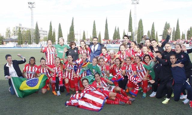 Las jugadoras del At. Madrid Femenino celebran su segundo título de Liga.