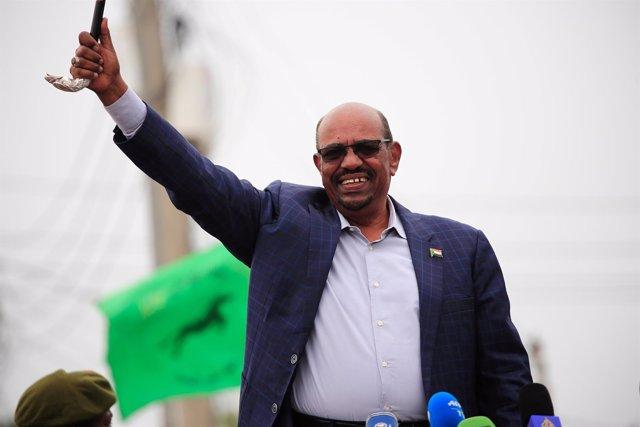 Omar al Bashir visita Darfur