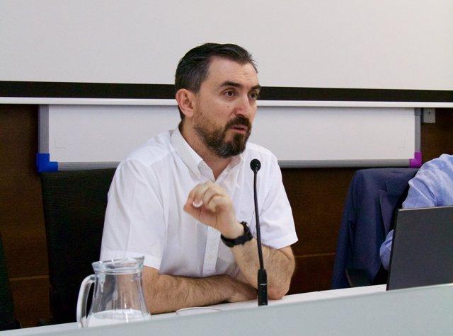 El periodista Ignacio Escolar en los cursos de verano de la UPO