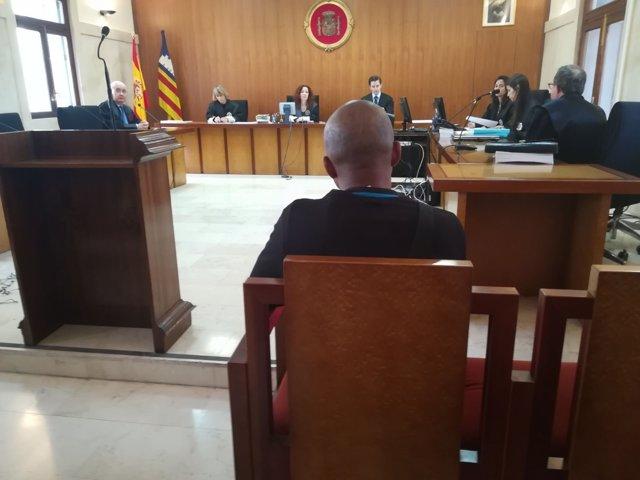 El acusado por falsificar tarjetas de crédito y realizar compras en Mallorca