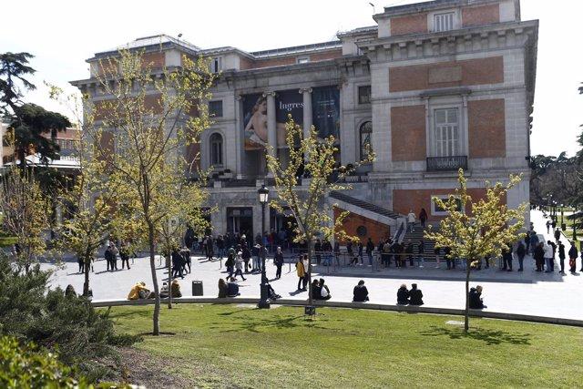 Entrada al museo del Prado, salida del museo del Prado