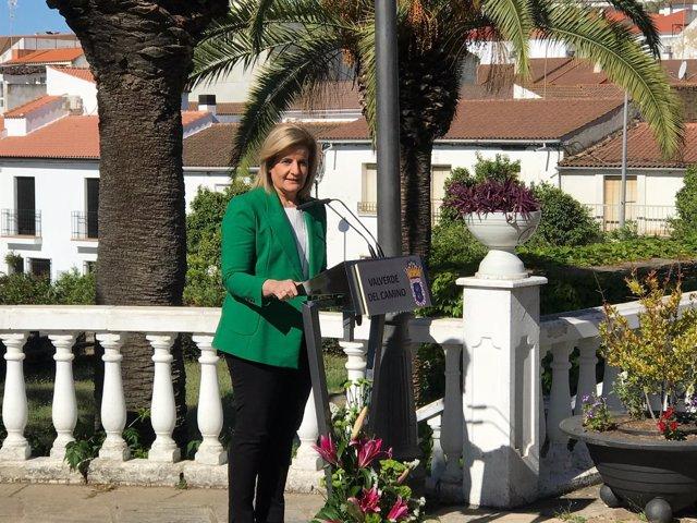 La ministra de Empleo, Fátima Báñez, en Valverde del Camino (Huelva).