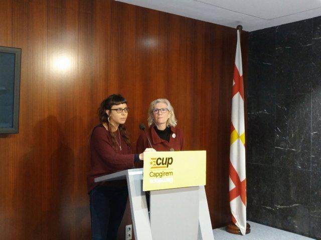 Las concejales de la CUP Maria Rovira y María José Lecha en la rueda de prensa